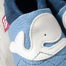 FINS DE SERIES - Chaussons Pololo  en cuir naturel pour toute la famille Chausson Pololo BALEINE MOBY  bleu ciel (18 à 27)