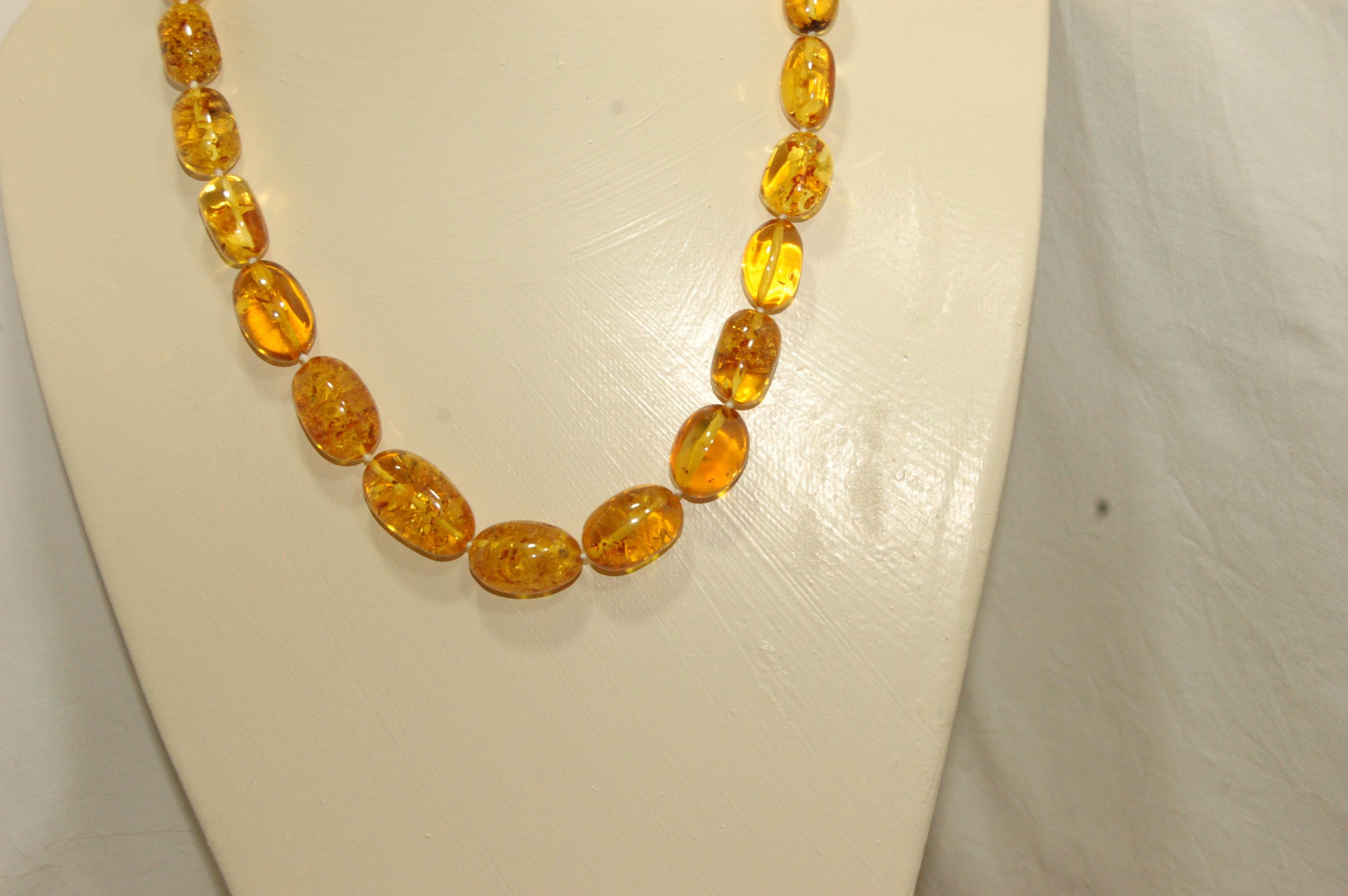 A TRIER Collier ambre ovale miel 54 cm (pièce unique)