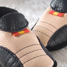 FINS DE SERIES - Chaussons Pololo  en cuir naturel pour toute la famille Chausson Pololo SPORTY noir-bahama (18/19)