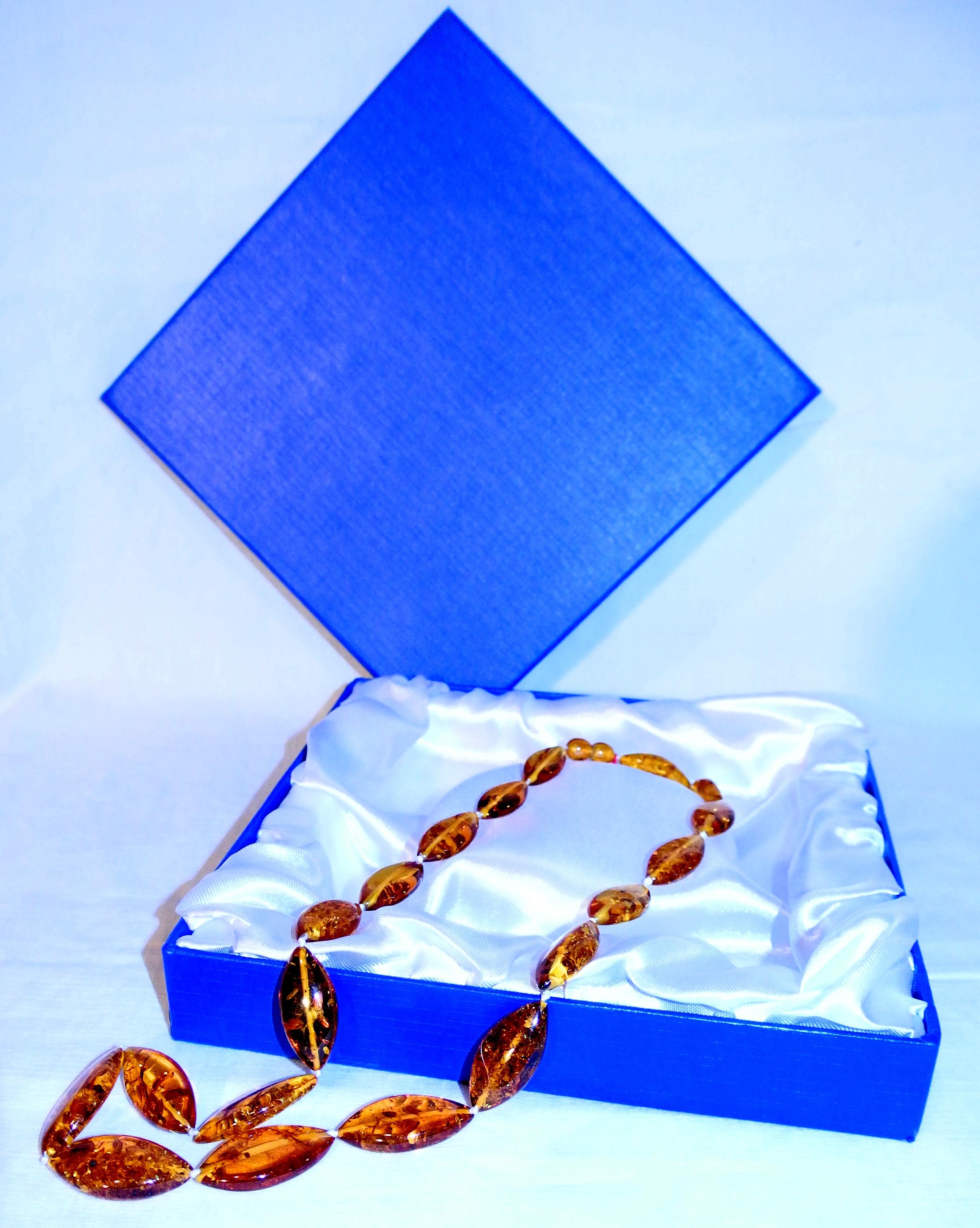 Racine Collier ambre ovale plat miel 56 cm (pièce unique)